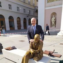 Postavljen kip Gabrieleu D\'Annunziju u Trstu (Foto: Facebook/ Roberto Dipiazza) - 4
