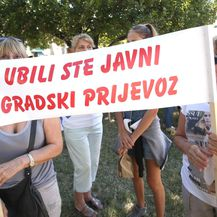 Prosvjed stanara Bačvica zbog regulacije prometa kod trajektne luke (Foto: Miranda Cikotic/PIXSELL)
