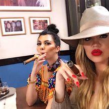 Khloe i Kourtney Kardashian (Foto: Instagram)