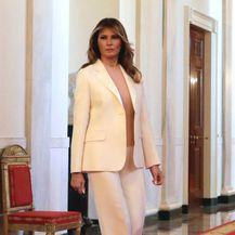 Melania u elegantnom bijelom odijelu