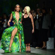 Jennifer Lopez u Versace haljini 19 godina kasnije - 1