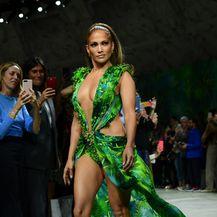 Jennifer Lopez u Versace haljini 19 godina kasnije - 2