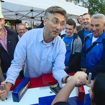 Obaranje ruku s premijerom (Foto: Dnevnik.hr)