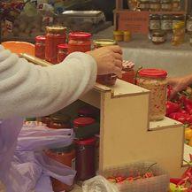 Prodaja ajvara na placu (Foto: Dnevnik.hr)