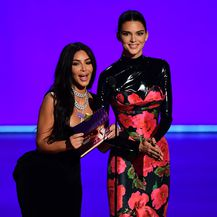 Kim Kardashian i Kendall Jenner (Foto: AFP)