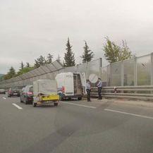 Riječka policija na obilaznici zaustavila kombi pun migranata (Foto: Dnevnik.hr)1