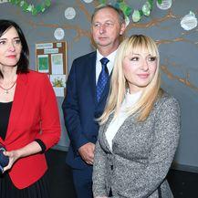 Ministrica Divjak uručila nastavnicima prijenosna računala (Foto: Nikola Cutuk/PIXSELL) - 3