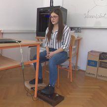 Emily demonstrira miš (Foto: Dnevnik.hr)