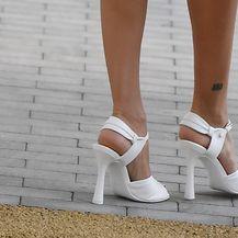 Penelope Cruz nosi retro model bijelih sandala s visokom potpeticom