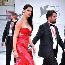 Adriana Lima na crvenom tepihu u Veneciji - 1