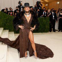 Jennifer Lopez u haljini Ralpha Laurena na Met Gali - 1