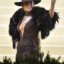 Jennifer Lopez u haljini Ralpha Laurena na Met Gali - 4