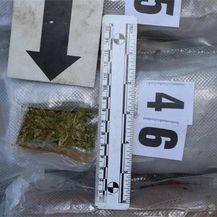 U gepeku švercao 50 paketa marihuane - 3