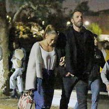 Jennifer Lopez u trapericama s predimenzioniranim nogavicama - 1