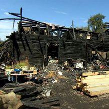 Nakon potresa, požar im progutao kuću - 1