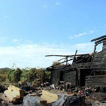 Nakon potresa, požar im progutao kuću - 3