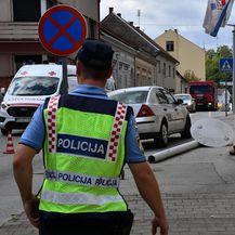 Vozač automobila zabio se u stup javne rasvjete, stup pao na pješakinju - 1