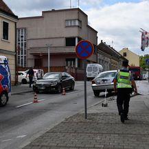 Vozač automobila zabio se u stup javne rasvjete, stup pao na pješakinju - 3