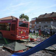 Autobusom uletio na dječje igralište - 4