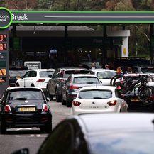 Velike gužve na benzinskim postajama zbog nestašice goriva u Velikoj Britaniji - 3