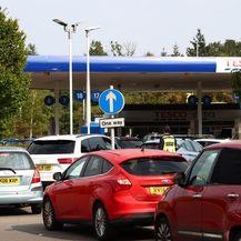 Velike gužve na benzinskim postajama zbog nestašice goriva u Velikoj Britaniji - 4