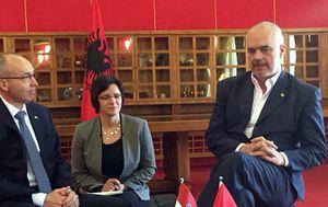 Ministar Krstičević s albanskim predsjednikom Vlade (Foto: MORH)