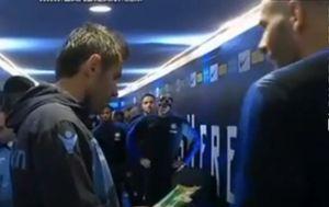 Razgovor Lulića i Handanovića (Screenshot: YouTube)