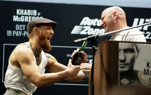 Dana White i Conor McGregor (Foto: AFP)