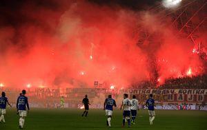 Bakljada na derbiju Hajduk - Dinamo (Foto: Miranda Čikotić/PIXSELL)
