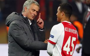 Jose Mourinho i Justin Kluvert (Foto: AFP)