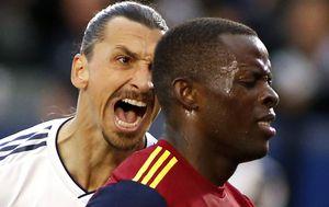 Ibrahimović urla u lice braniča Real Salt Lakea (Foto: AFP)