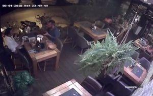 Gosti pobjegli iz restorana (Screenshot: Facebook)