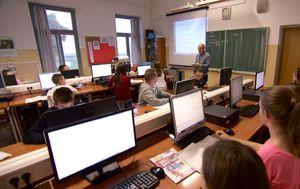 Kasni opremanje 430 škola (Foto: Dnevnik.hr) - 1