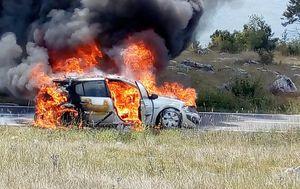 Zapalio se automobil na cesti (Foto: PIXSELL) - 2