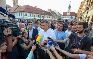 Andrej Plenković u Varaždinu odgovorio na pitanja novinara (Foto: Matija Habljak/PIXSELL)
