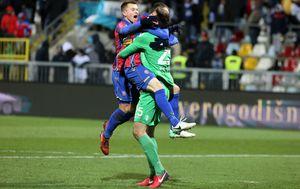 Karlo Letica u zagrljaju igrača Hajduka (Photo: Goran Kovacic/PIXSELL)