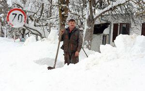 Snijeg u Gospiću, arhiva (Foto: Hrvoje Jelavic/PIXSELL)