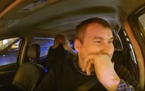 Ovaj ruski taksist učestalo na YouTubeu objavljuje zanimljivosti iz svog vozila (FOTO: YouTube/Screenshot)