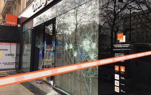 Dan nakon prosvjeda Parižani zbrajaju štetu (Foto: Dnevnik.hr) - 6