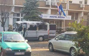Izgorjeli kombi ispred hostela Arena (Foto: Čitatelj) - 3