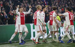 Ajax slavi gol (Foto: Firo/DPA/PIXSELL)