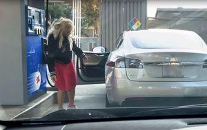 Tesla (Foto: Screenshot/YouTube)