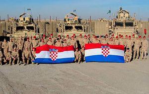 Čestitka vojnika (Foto: MORH)