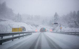 Snijeg na autocesti (Ilustracija: Nel Pavletic/PIXSELL)