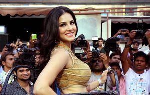 Sunny Leone očito je odlična i za čuvanje kupusa (FOTO: AFP)