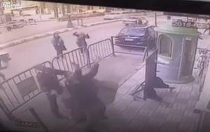 Policajac je na vrijeme uočio što se zbiva (FOTO: YouTube/Screenshot)
