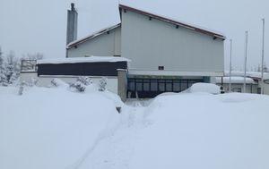 Škola u Delnicama pod snijegom (Foto: Marko Balen/Dnevnik.hr)