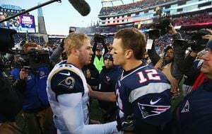 Jared Goff i Tom Brady (Foto: AFP)