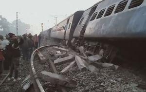 U izlijetanju vlaka iz tračnica u Indiji poginulo je sedmero ljudi (Foto: APTN)
