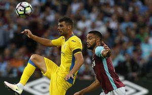 Antonio Mance u dresu Domžala protiv West Hama (Foto: AFP)